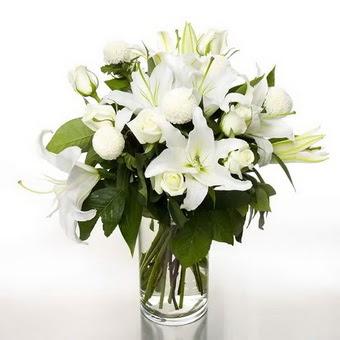 Erzurum çiçek siparişi vermek  1 dal cazablanca 7 adet beyaz gül vazosu