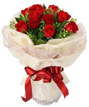 12 adet kırmızı gül buketi  Erzurum çiçek gönderme