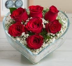 Kalp içerisinde 7 adet kırmızı gül  Erzurum çiçek siparişi vermek