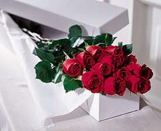 Erzurum uluslararası çiçek gönderme  özel kutuda 12 adet gül
