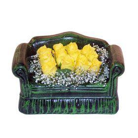 Seramik koltuk 12 sari gül   Erzurum anneler günü çiçek yolla