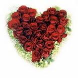 kalp biçiminde 15 gülden   Erzurum çiçekçi mağazası