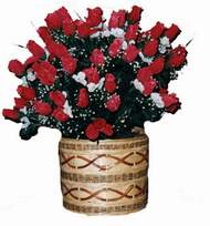 yapay kirmizi güller sepeti   Erzurum hediye çiçek yolla