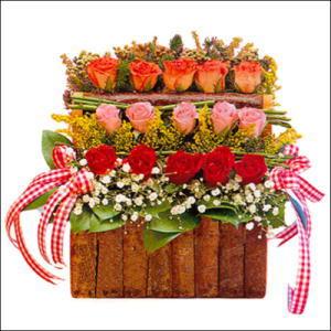 sandikta 3 kat güllerden   Erzurum İnternetten çiçek siparişi