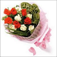5 kirmizi 5 beyaz güllerden   Erzurum online çiçekçi , çiçek siparişi