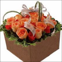 kare sandikta 11 gülllerden   Erzurum çiçek online çiçek siparişi