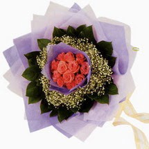 12 adet gül ve elyaflardan   Erzurum çiçek online çiçek siparişi
