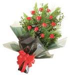 12 adet kirmizi gül buketi   Erzurum çiçek online çiçek siparişi