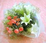 Erzurum online çiçek gönderme sipariş  lilyum ve 7 adet gül buket