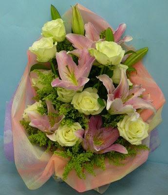11 adet gül ve 2 adet kazablanka buketi  Erzurum çiçek mağazası , çiçekçi adresleri