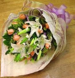 Erzurum çiçek mağazası , çiçekçi adresleri  11 ADET GÜL VE 1 ADET KAZABLANKA