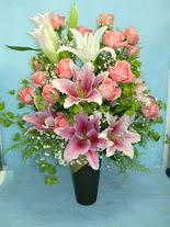 Erzurum çiçek mağazası , çiçekçi adresleri  cam vazo içerisinde 21 gül 1 kazablanka