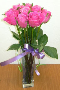 cam vazo içerisinde 11 adet gül  Erzurum çiçek mağazası , çiçekçi adresleri