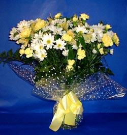 Erzurum hediye sevgilime hediye çiçek  sade mevsim demeti buketi sade ve özel
