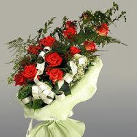 Erzurum anneler günü çiçek yolla  11 adet kirmizi gül buketi sade haldedir