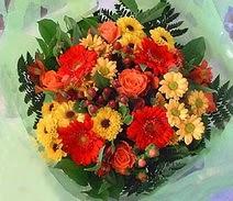 Erzurum anneler günü çiçek yolla  sade hos orta boy karisik demet çiçek