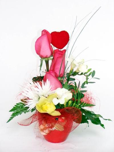 Erzurum anneler günü çiçek yolla  cam içerisinde 3 adet gül ve kir çiçekleri