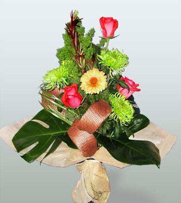 Erzurum anneler günü çiçek yolla  3 adet gül 4 adet gerbera çiçegi sade buket