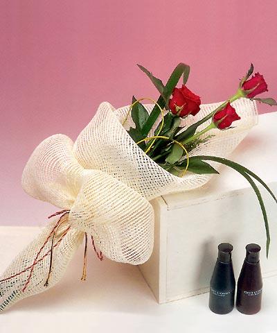 3 adet kalite gül sade ve sik halde bir tanzim  Erzurum güvenli kaliteli hızlı çiçek