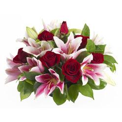 güller ve kazablnaklardan aranjman  Erzurum çiçek gönderme