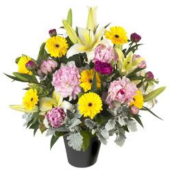 karisik mevsim çiçeklerinden vazo tanzimi  Erzurum çiçek gönderme sitemiz güvenlidir