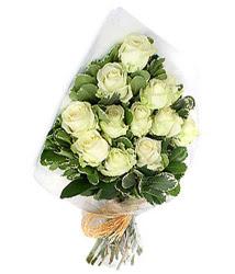 Erzurum internetten çiçek satışı  12 li beyaz gül buketi.