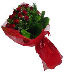 Erzurum çiçek siparişi vermek  10 adet kirmizi gül demeti