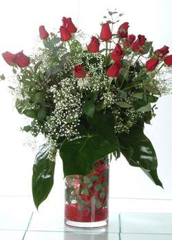 Erzurum çiçekçi mağazası  11 adet kirmizi gül ve cam yada mika vazo tanzim