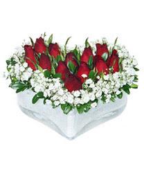 Erzurum güvenli kaliteli hızlı çiçek  mika kalp içerisinde 9 adet kirmizi gül
