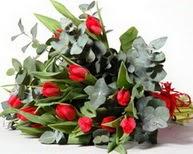 Erzurum uluslararası çiçek gönderme  11 adet kirmizi gül buketi özel günler için