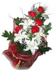 Erzurum hediye çiçek yolla  5 adet kirmizi gül 1 adet kazablanka çiçegi buketi