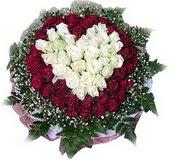 Erzurum ucuz çiçek gönder  27 adet kirmizi ve beyaz gül sepet içinde