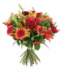 Erzurum cicek , cicekci  3 adet kirmizi gül ve karisik kir çiçekleri demeti