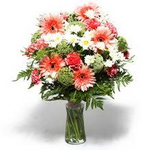 Erzurum kaliteli taze ve ucuz çiçekler  cam yada mika vazo içerisinde karisik demet çiçegi