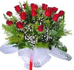 Erzurum uluslararası çiçek gönderme  12 adet kirmizi gül buketi esssiz görsellik