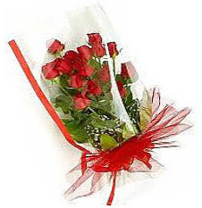 13 adet kirmizi gül buketi sevilenlere  Erzurum yurtiçi ve yurtdışı çiçek siparişi