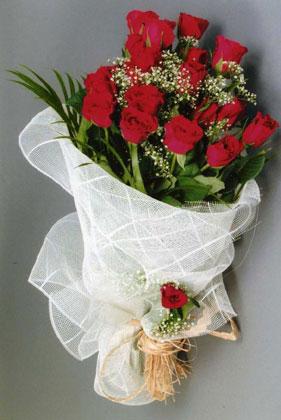 10 adet kirmizi güllerden buket çiçegi  Erzurum çiçek siparişi sitesi