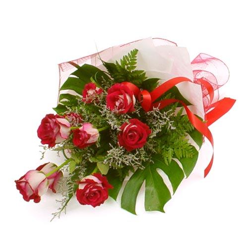 çiçek gönder 7 adet kirmizi gül buketi  Erzurum hediye çiçek yolla