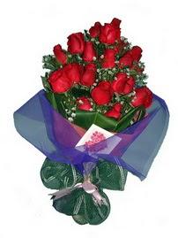 12 adet kirmizi gül buketi  Erzurum online çiçekçi , çiçek siparişi