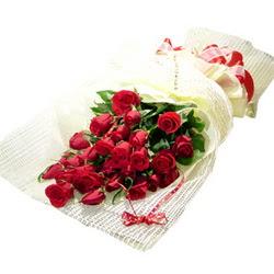 Çiçek gönderme 13 adet kirmizi gül buketi  Erzurum uluslararası çiçek gönderme