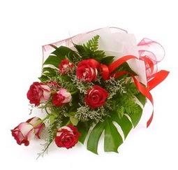 Çiçek gönder 9 adet kirmizi gül buketi  Erzurum yurtiçi ve yurtdışı çiçek siparişi