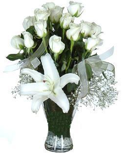 cam içerisinde 11 beyaz gül ve 1 kazablanka  Erzurum çiçek servisi , çiçekçi adresleri