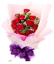 7 gülden kirmizi gül buketi sevenler alsin  Erzurum çiçek siparişi vermek