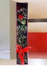 kutu içinde tek kirmizi gül  Erzurum çiçek satışı