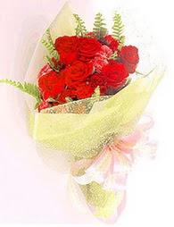 9 adet kirmizi gül buketi  Erzurum çiçek yolla , çiçek gönder , çiçekçi