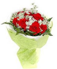 Erzurum 14 şubat sevgililer günü çiçek  7 adet kirmizi gül buketi tanzimi