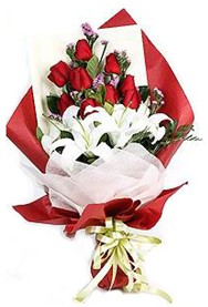 Erzurum hediye sevgilime hediye çiçek  9 adet gül 2 adet kazablanka buketi