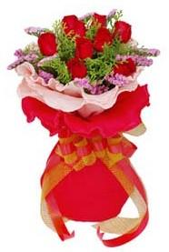 Erzurum İnternetten çiçek siparişi  8 Adet kirmizi güllerden buket tanzimi
