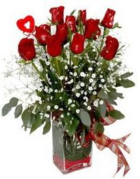 Erzurum yurtiçi ve yurtdışı çiçek siparişi  9 adet mika yada cam vazoda gül tanzimi kalp çubuk