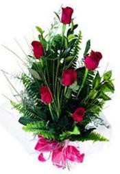 Erzurum çiçekçi mağazası  5 adet kirmizi gül buketi hediye ürünü